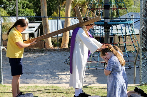 Wk 10 Stations of the Cross Primary 2019 8 JPS