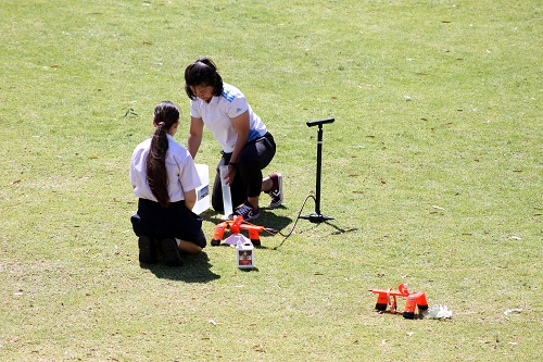 Wk 10 Yr 11 Int Science bottle rockets Primary Sept 2019 7 JPS